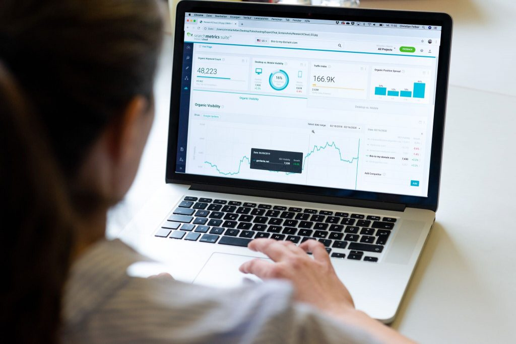 """Searchmetrics Digital Strategy Group: erhalten Sie einen """"eigenen"""" Senior SEO Consultant"""